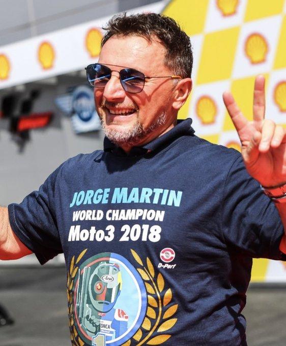Fausto Gresini świętujący tytuł Jorge Martina w Moto3
