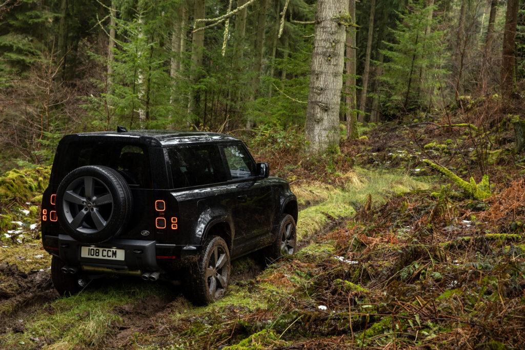 Land Rover Defender otrzymuje 5-litrowe V8 z kompresorem
