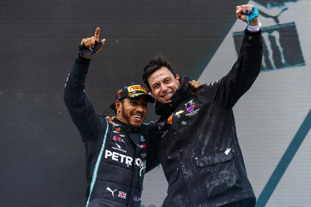 Lewis Hamilton podpisał kontrakt z Mercedesem na sezon 2021