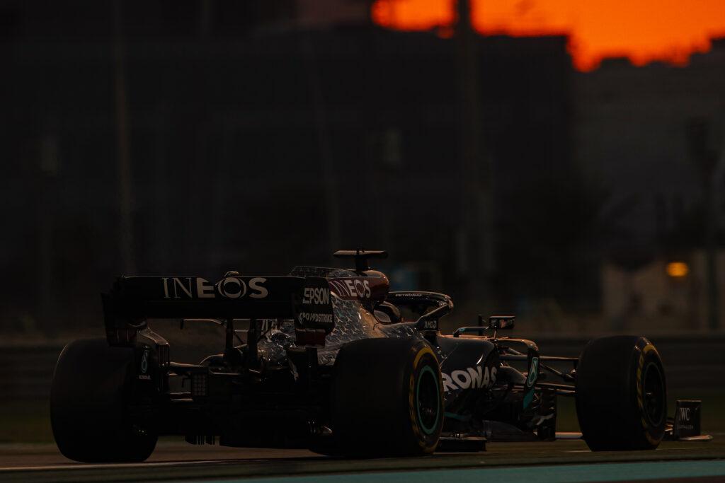 Mercedes zmaga się z problemami z jednostką napędową
