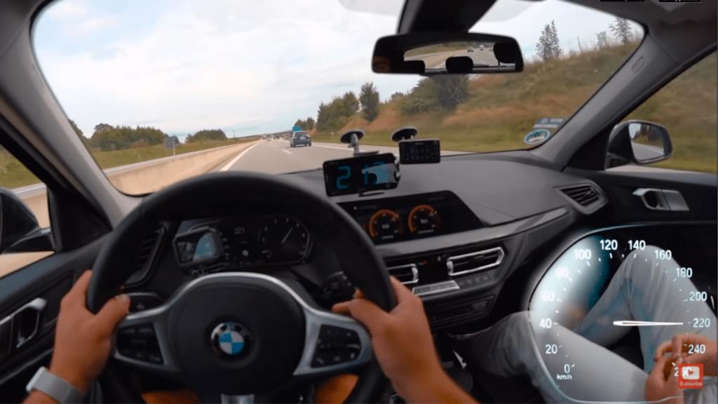 BMW 118i osiąga swoją prędkość maksymalną na niemieckiej autostradzie