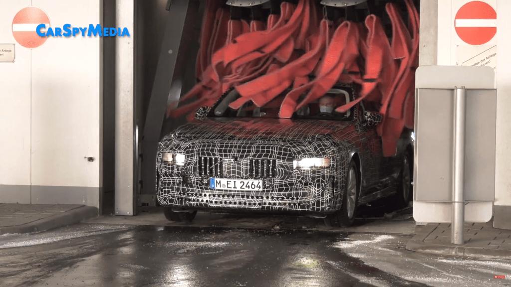 Nowe BMW serii 7 zauważone podczas testów na myjni