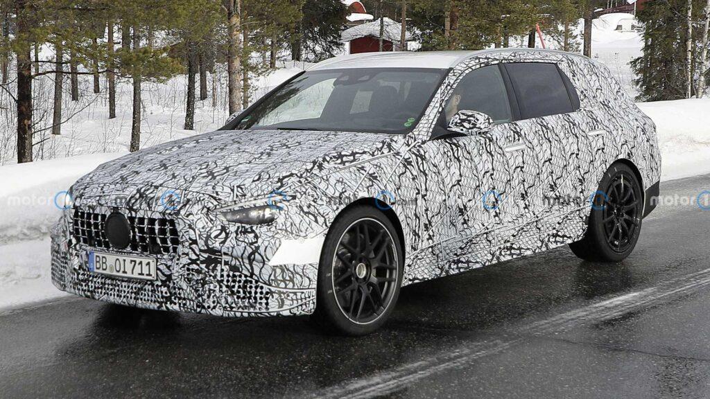 Mercedes C63 AMG w wersji kombi zauważony podczas testów w śniegu