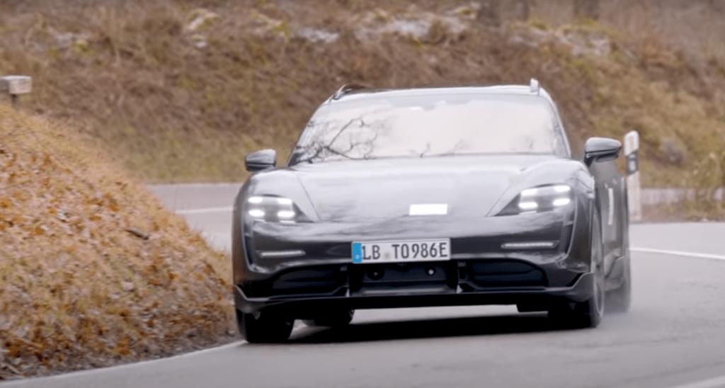 Szef Porsche prezentuje więcej szczegółów dotyczących Porsche Taycan Cross Turismo