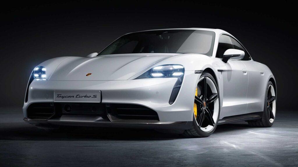 Porsche Taycan poddany akcji serwisowej – wadliwe zawieszenie