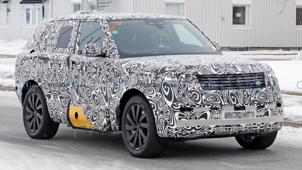 Nowa generacja Range Rovera zauważona podczas testów w kamuflażu