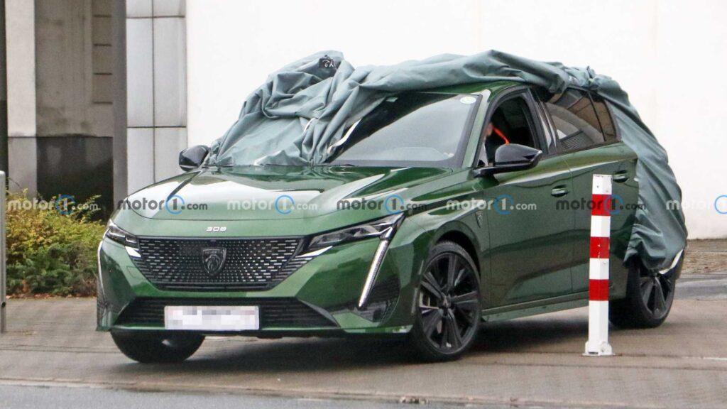 Nowy Peugeot 308 zauważony bez kamuflażu kilka dni przed premierą