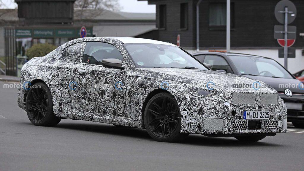 Kolejne zdjęcia szpiegowskie nowego BMW M2 na drogach publicznych