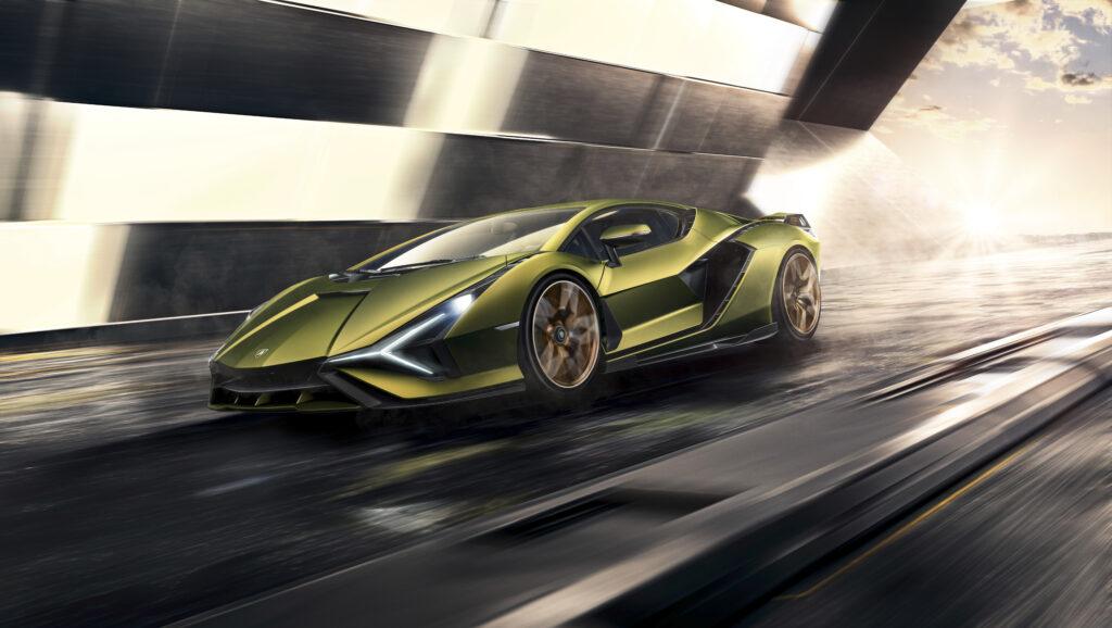 Lamborghini zaprezentuje dwa modele z silnikiem V12 w 2021 roku