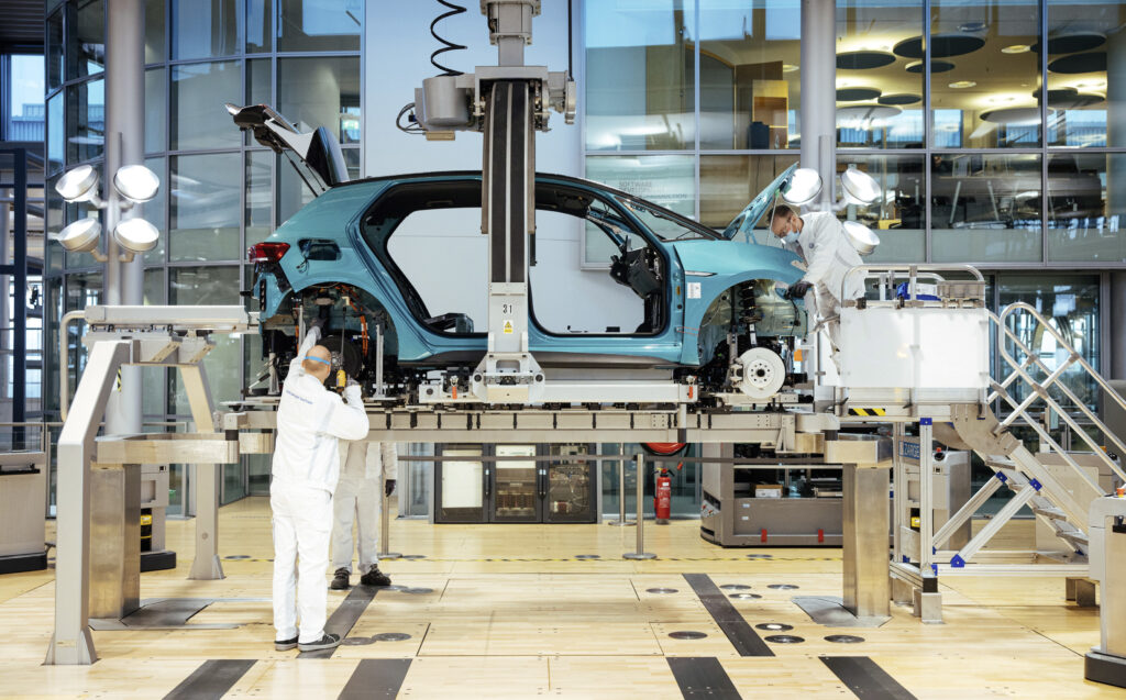 Volkswagen planuje zmniejszyć koszt produkcji baterii do samochodów elektrycznych o 50%