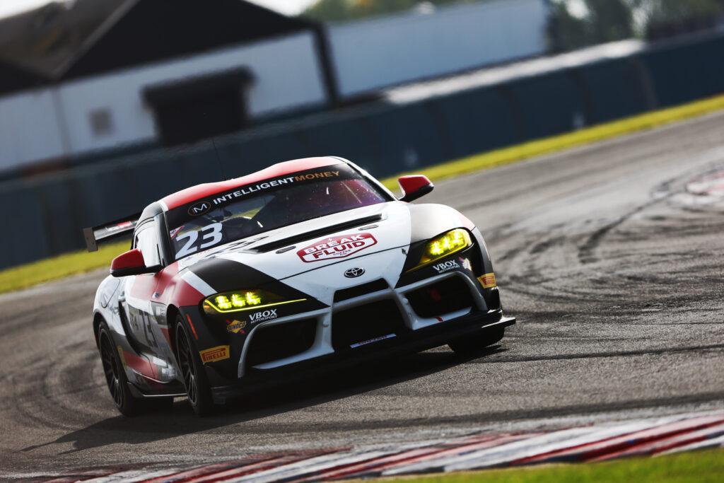 Toyota Chodzeń wraca do GT4 European Series i chce walczyć o najwyższe cele