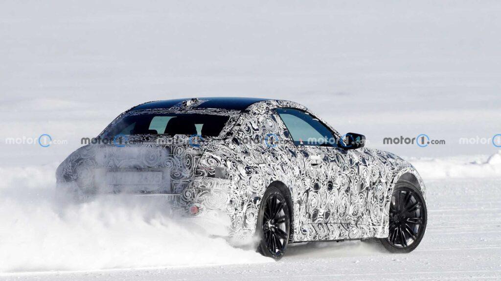 Nowe BMW M2 zauważone podczas intensywnych testów na śniegu