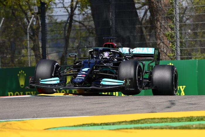 Lewis Hamilton zwycięzcą niezwykle zaciętych kwalifikacji na torze Imola
