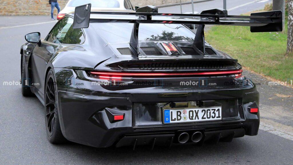 Nadchodzące Porsche 911 GT3 RS zauważone podczas testów aktywnej aerodynamiki