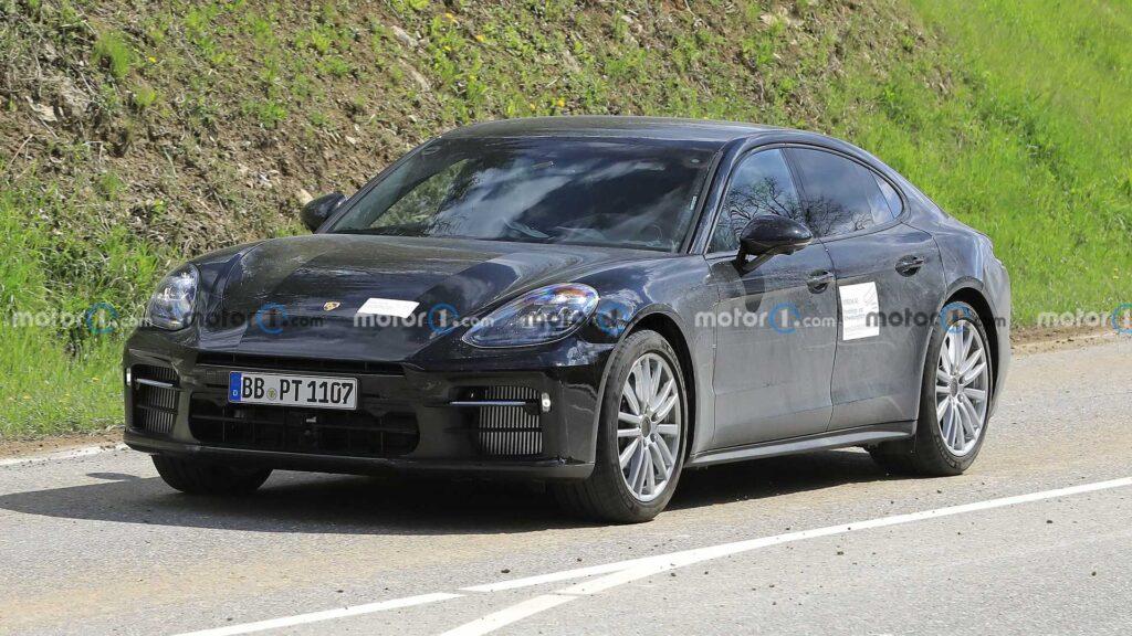 Porsche Panamera z małą ilością kamuflażu zauważona podczas testów