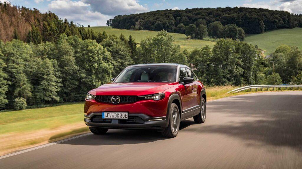 Do 2025 roku Mazda wprowadzi trzy nowe pojazdy elektryczne oraz pięć modeli PHEV