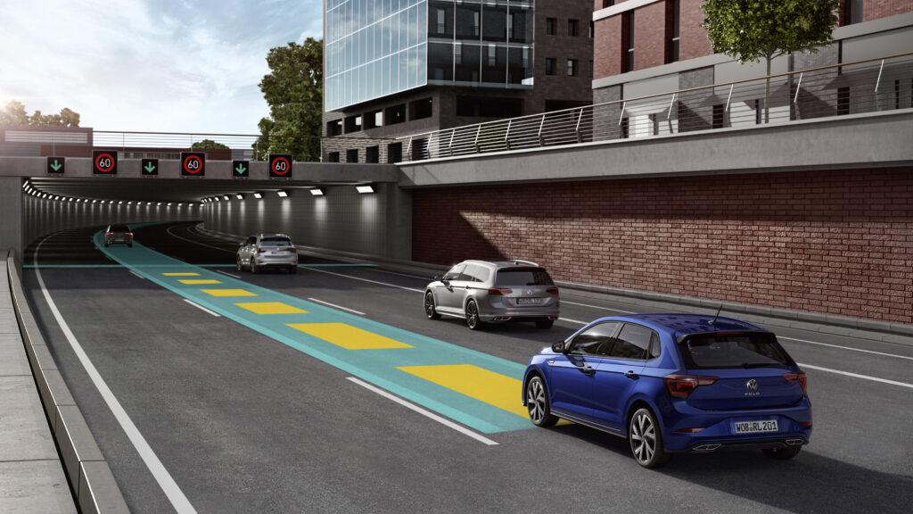 Nowość w klasie małych samochodów: nowe Polo z systemem IQ.Drive Travel Assist może poruszać się częściowo automatycznie