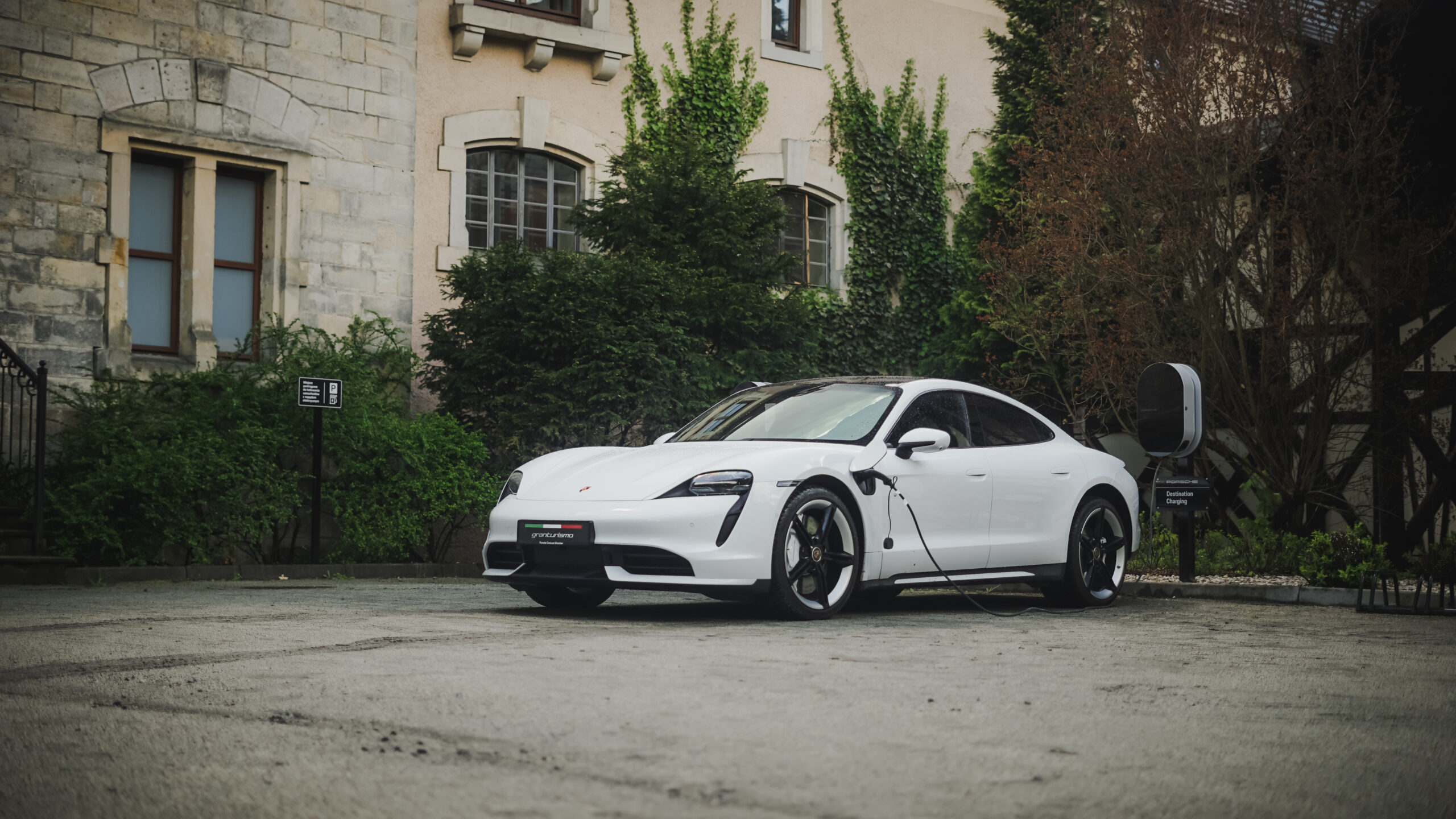 Porsche Destination Charging Zamek Kliczków