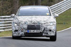 Mercedes EQE bezszelestnie testowany na Nurburgringu
