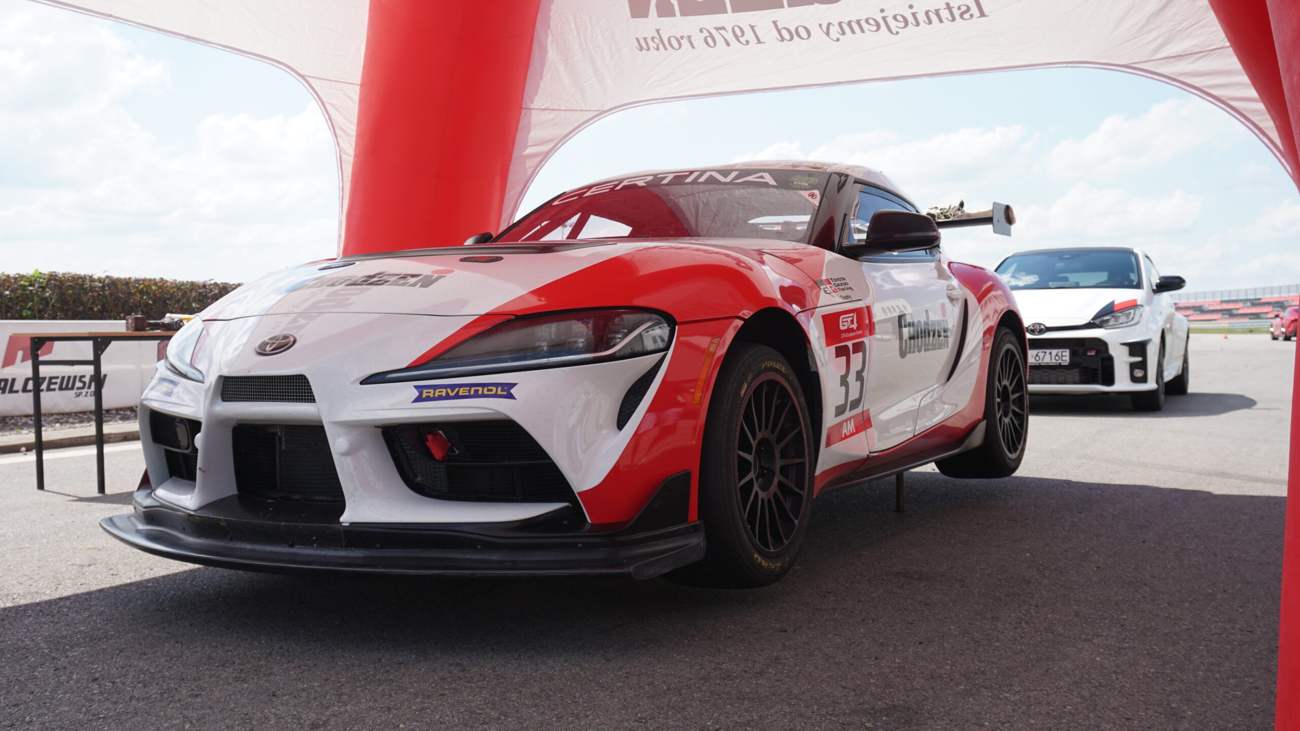 Toyota Chodzeń Supra GT4