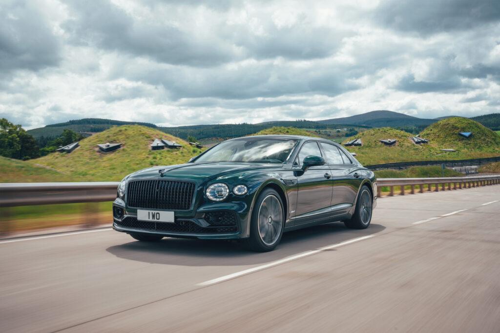Hybrydowy Bentley Flying Spur właśnie zadebiutował – czy jest naprawdę ekologiczny?