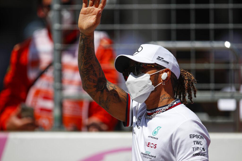 """Lewis Hamilton podejrzewa Red Bulla o korzystanie z """"Party Mode"""""""