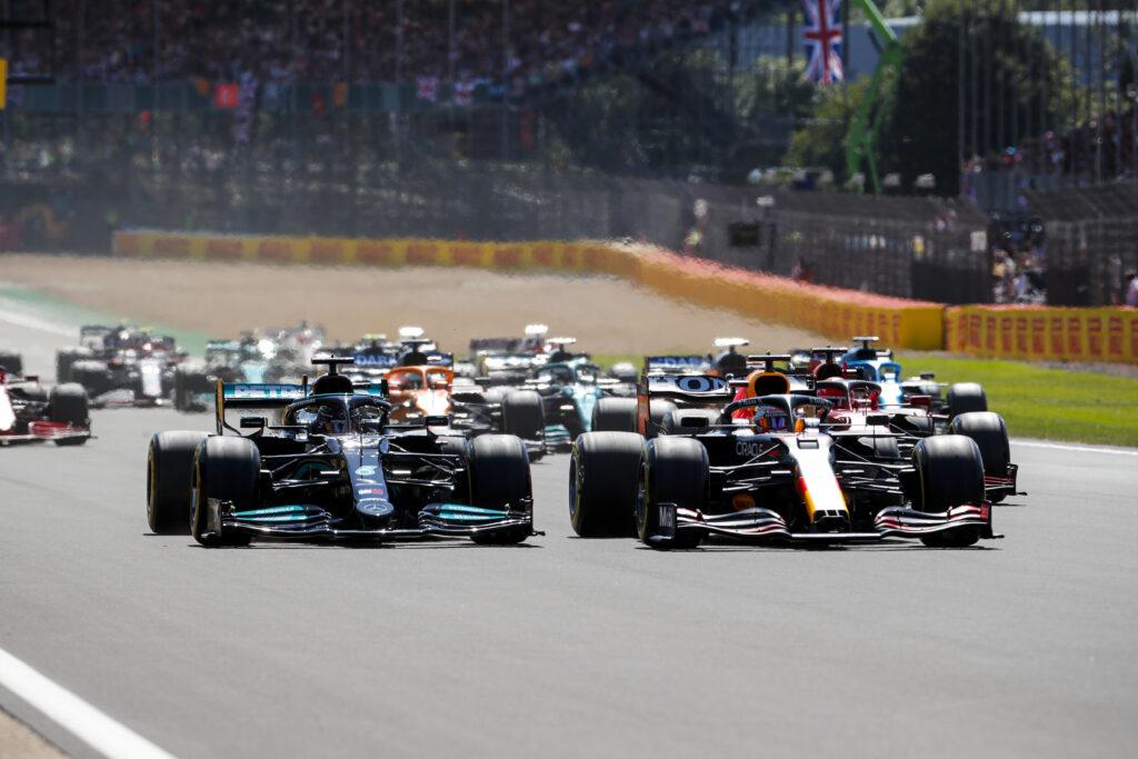 Lewis Hamilton wygrywa w dramatycznym GP Wielkiej Brytanii!