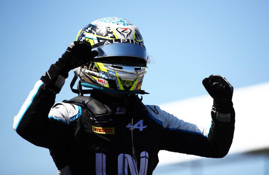 Guanyu Zhou wygrywa wyścig główny Formuły 2 na Silverstone