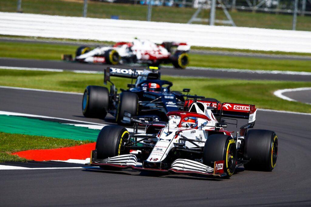 Kimi Raikkonen ostro o aktualnych osiągach Alfy Romeo