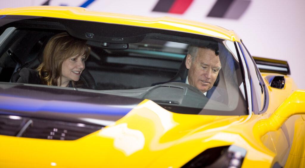 Joe Biden jako jeden z pierwszych przejedzie się elektrycznym Corvette
