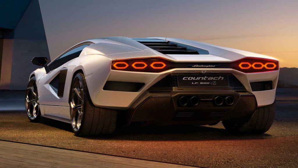 Nowe wcielenie Lamborghini Countach rozwija 815 koni i zachowuje V12