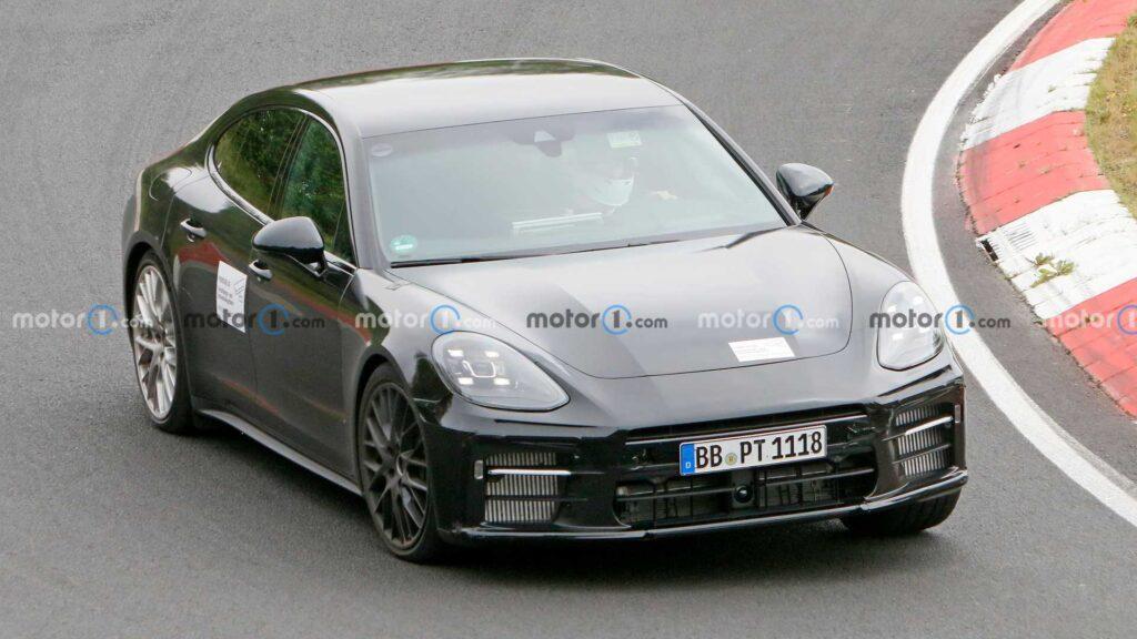 Poliftowe Porsche Panamera Turbo zauważone podczas testów drogowych