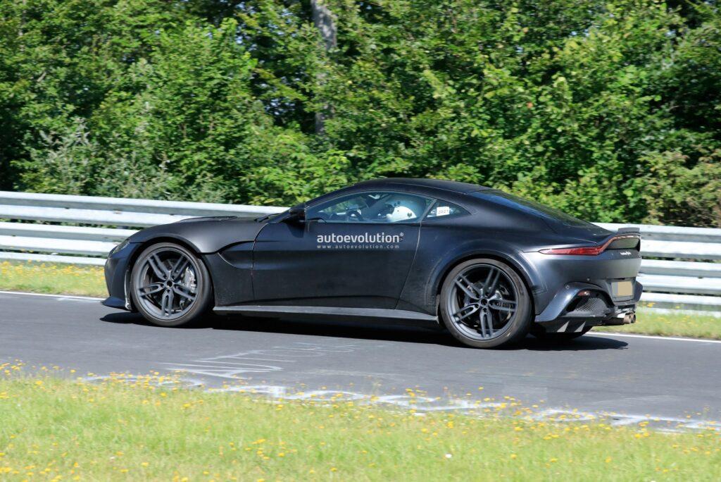 Aston Martin Vantage z silnikiem V12 zauważony podczas testów na torze