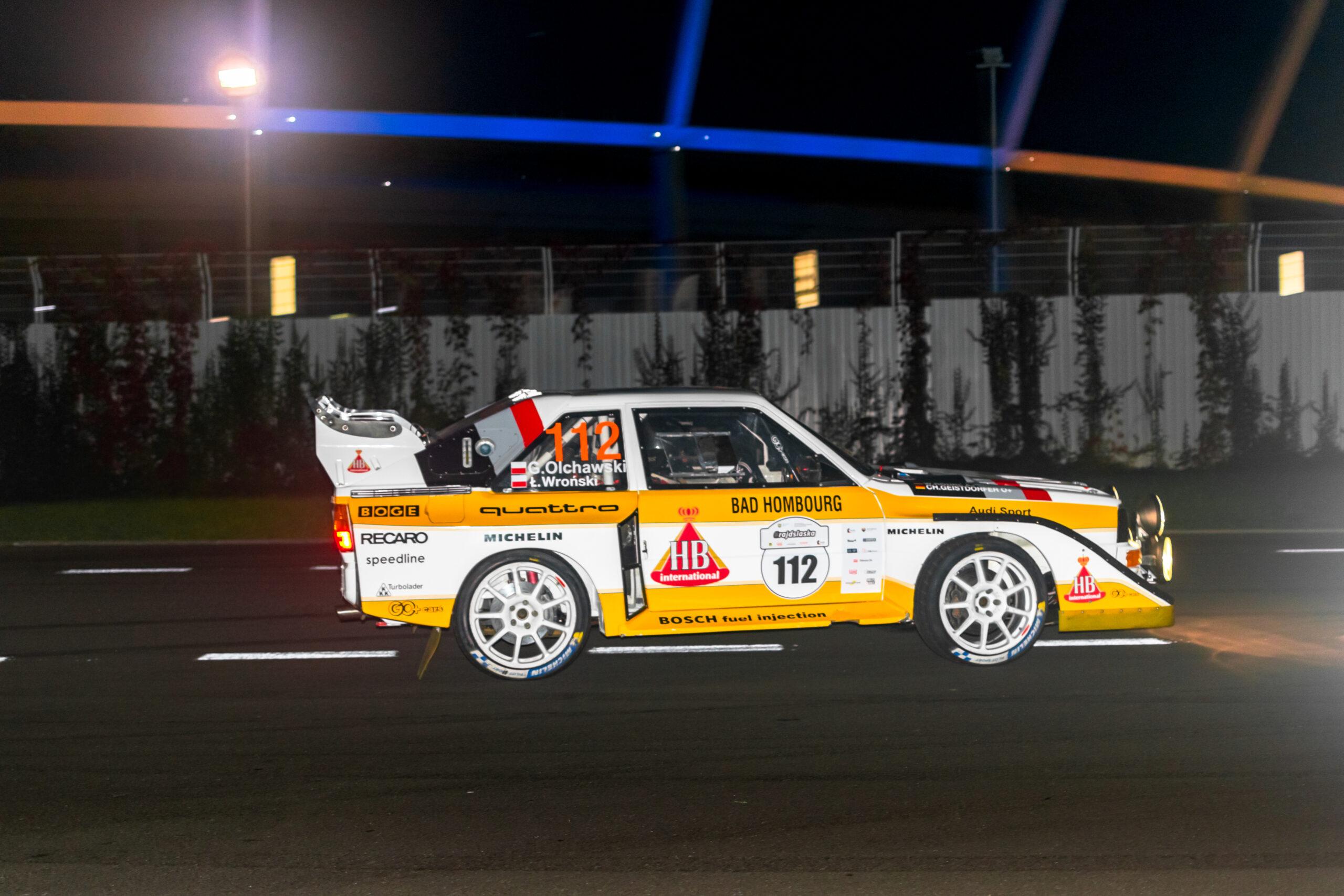 Grzegorz Olchawski iŁukasz Wroński jadący spektakularnym Audi Quattro – repliką B-grupowej rajdówki zlat 80. XX w