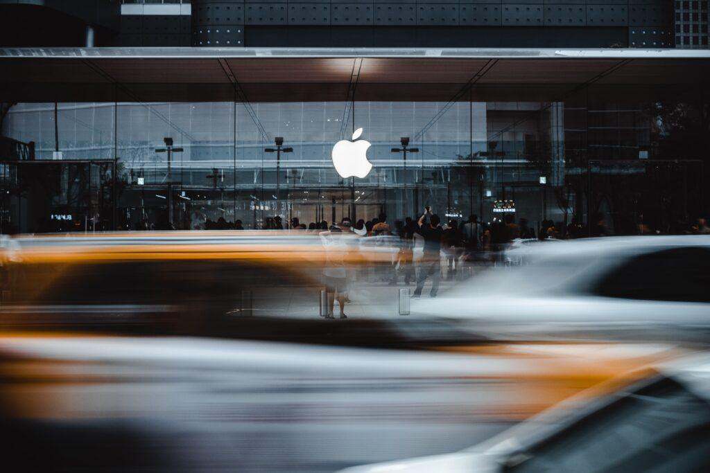 Apple chciało zrobić samochód z Toyotą, ale jednak znów woli samemu