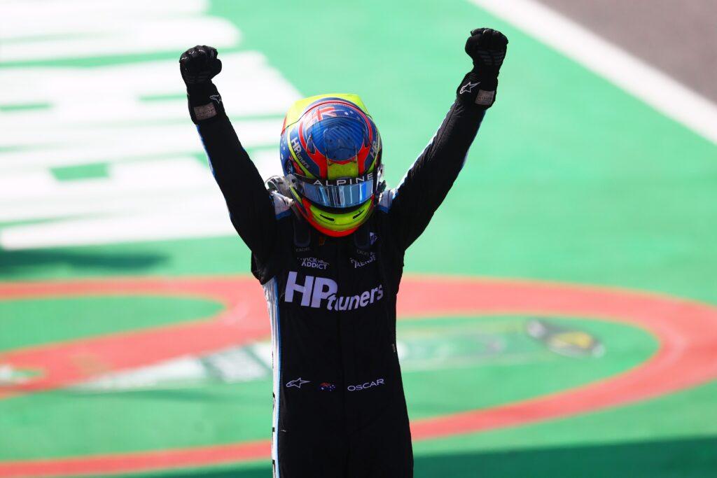 Oscar Piastri wygrywa wyścig główny Formuły 2 na Monzy