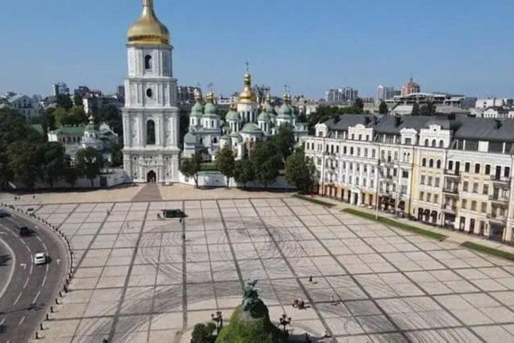 Red Bull uszkodził plac chroniony przez UNESCO w Kijowie