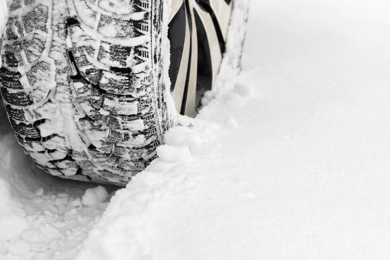 Opony zimowe klasy średniej – godne uwagi propozycje
