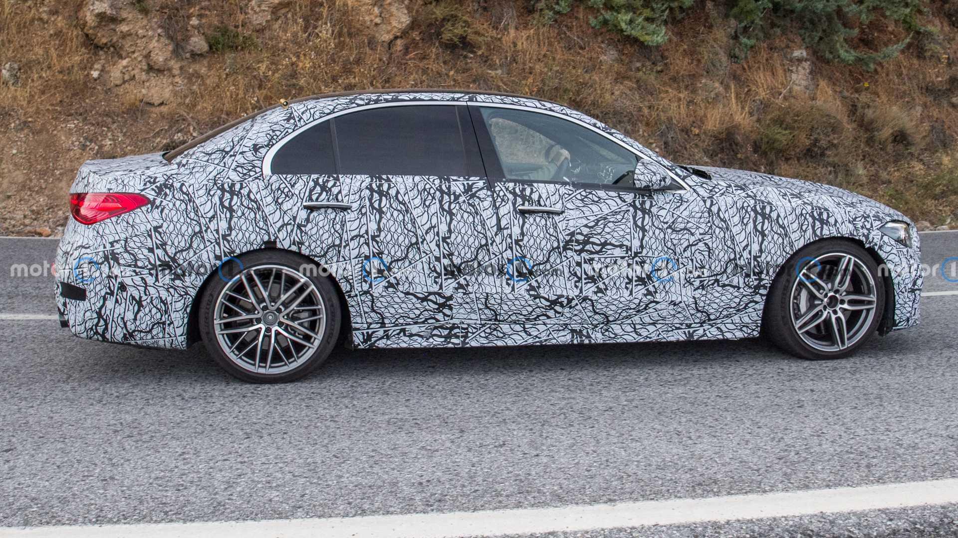 Nowy Mercedes C45 AMG zauważony podczas testów drogowych