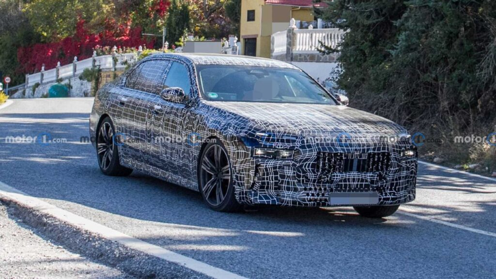Zakamuflowane BMW serii 7 zauważone podczas testów