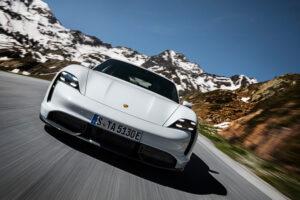 Porsche Taycan sprzedaje się lepiej niż 911, Cayman czy nawet Panamera