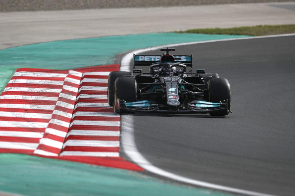 Lewis Hamilton wygrywa kwalifikacje do Grand Prix Turcji!